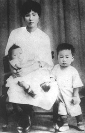 1930: Yang Kaihui, Mao Zedong's wife